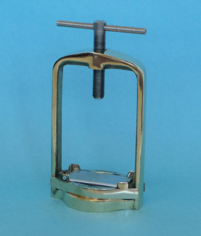 Ainsworth Double Flask Clamp