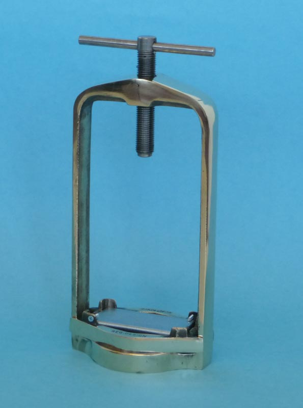 Ainsworth Triple Flask Clamp